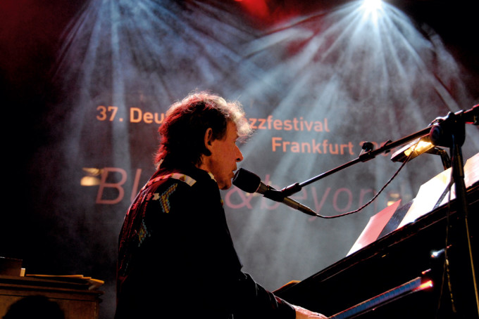 http://www.mig-music.de/wp-content/uploads/2015/11/Jack-Bruce-piano.jpg